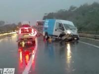 Incidente sulla Salaria: scontro tra auto-furgone, disagi