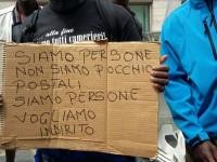 Cara di Castelnuovo: trasferimenti ingiustificati di richiedenti asilo. Ancora una volta, non sono pacchi