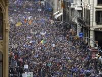 """Barcellona scende in piazza: """"Vogliamo i rifugiati"""""""