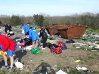 Furti alla RomaOstia, l'odissea dei podisti nel campo rom per recuperare zaini rubati
