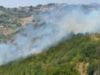 Incendio al Villaggio degli ulivi a Fara, fiamme all'Abbazia di Farfa. Il rogo è di chiara origine dolosa