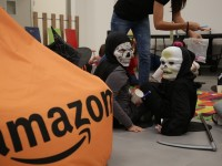 Dolcetto o scherzetto. Amazon apre le porte del nuovo centro di distribuzione per festeggiare Halloween