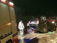 Auto si ribalta lungo la Salaria: due persone ferite