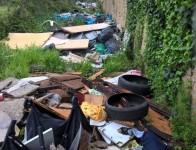rifiuti intorno camping river 2-2