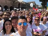 Dipendenti di Amazon gareggiano nell'edizione romana della Race for the Cure, manifestazione per la lotta ai tumori al seno