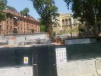 Roma, i lavori al nodo Flaminio si fermano: a Villa Borghese resta la buca gigante. Atac e Regione si rimpallano le colpe