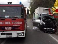 Incidente Tiberina: scooterista muore dopo carambola con auto e furgone