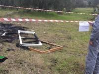 Bruciano rifiuti di legno e plastica in un terreno agricolo a Forano