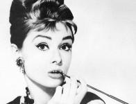 Audrey-Hepburn-890x606