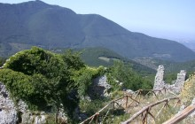 Palombara Sabina, spunta un faro sul Monte Gennaro: Italia Nostra presenta un esposto