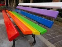 A Fara Sabina da oggi una panchina arcobaleno
